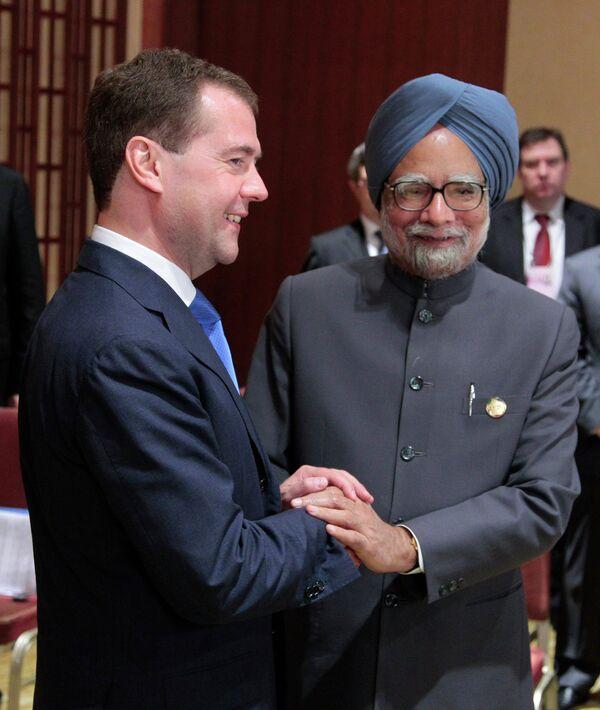 El presidente de Rusia, Dmitri Medvédev, y el primer ministro de la India, Manmohan Singh - Sputnik Mundo