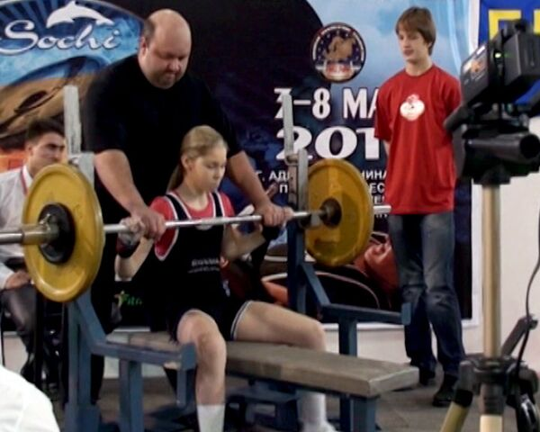 Moscovita de 12 años marca récord de levantamiento de pesas - Sputnik Mundo