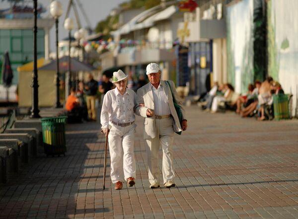 Al menos tres mil pensionistas organizan una campaña contra la situación demográfica en Rusia - Sputnik Mundo