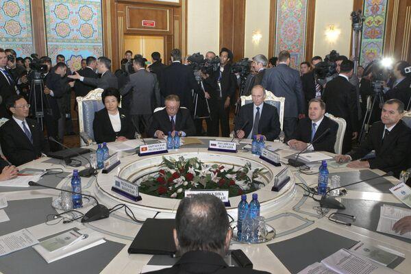 La organización de Shanghai tenderá la mano a Afganistán  - Sputnik Mundo