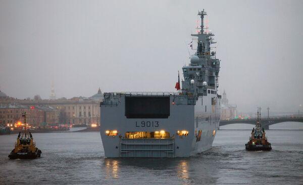 Contrato de venta de portahelicópteros a Rusia responde a los intereses de Francia - Sputnik Mundo