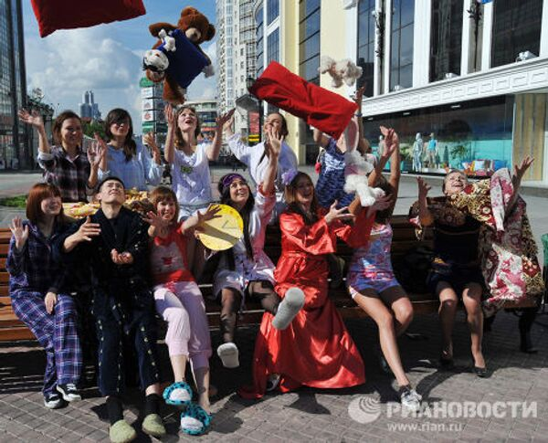 """Universitarios protagonizan la acción """"Duerme a gusto"""" en los Urales - Sputnik Mundo"""