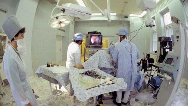 Aborto en el quirófano - Sputnik Mundo