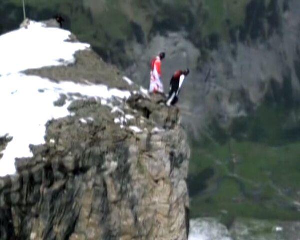 Paracaidistas graban salto de caída libre de una altura de 2.500 metros - Sputnik Mundo