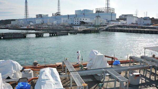 Descontaminación de agua cerca la estación nuclear Fukushima-1 - Sputnik Mundo