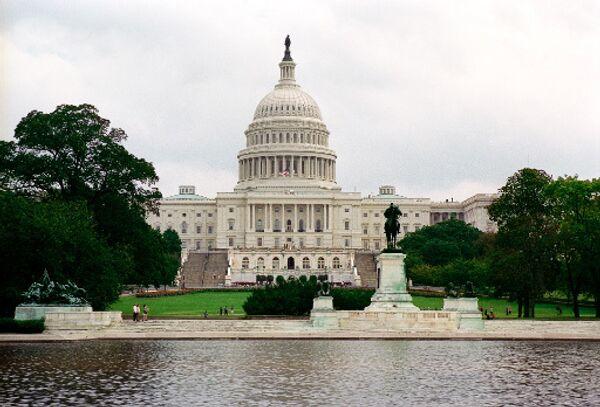 Senado de EEUU acusa a banco británico de lavar dinero al narcotráfico mexicano - Sputnik Mundo
