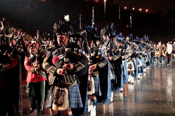 Festival de Bandas Militares en Edimburgo: ciclistas y  bailarines bajo la lluvia - Sputnik Mundo