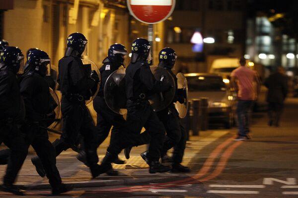 Arrestos por disturbios superan un millar en Londres - Sputnik Mundo