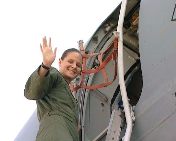 La teniente esbelta que pilota aviones de transporte Hércules  - Sputnik Mundo