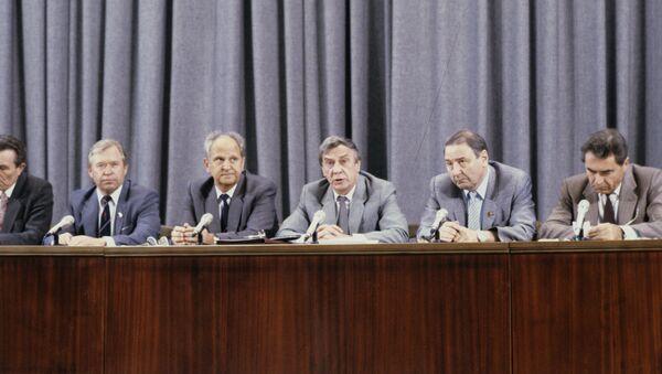 Miembros del Comité Estatal para el Estado de Emergencia - Sputnik Mundo