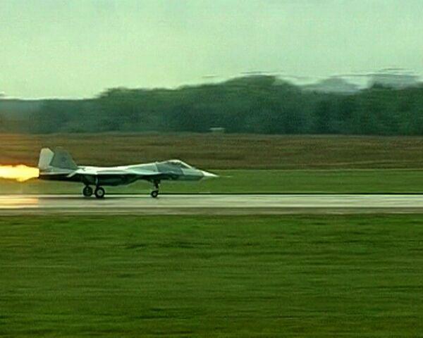 Caza ruso de quinta generación T-50 suspende vuelo en Salón Aeroespacial MAKS 2011  - Sputnik Mundo