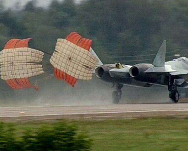 Caza ruso de quinta generación T-50 suspende despegue durante Salón Aeroespacial MAKS 2011 - Sputnik Mundo