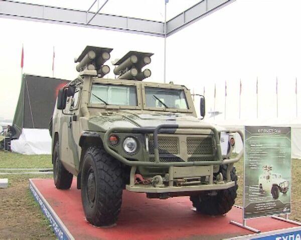 "Ingenieros rusos estrenan el nuevo lanzacohetes ""Kornet-EM"" en el MAKS 2011  - Sputnik Mundo"