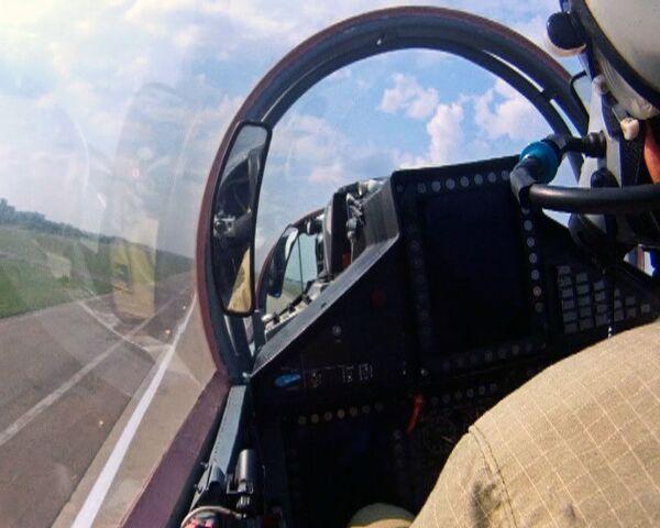 Vuelo de exhibición de los MiG-35 y MiG29 en el MAKS-2011 - Sputnik Mundo