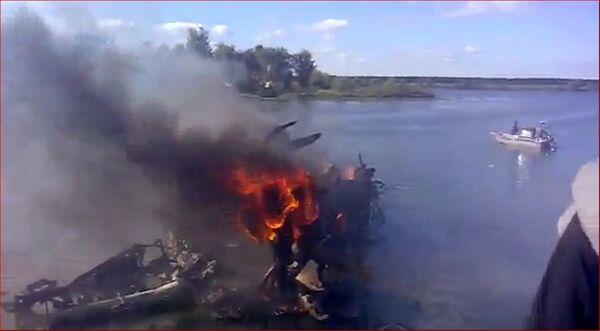 Autoridades barajan falla técnica y error humano entre posibles causas de accidente aéreo cerca de Yaroslavl - Sputnik Mundo