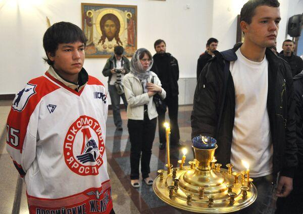 Yaroslavl rinde honras fúnebres a los jugadores del club de hockey Lokomotiv fallecidos en accidente aéreo - Sputnik Mundo