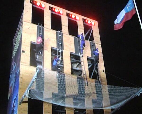Efectivos del Ministerio ruso de Emergencias escalan 4 pisos en 14 segundos - Sputnik Mundo