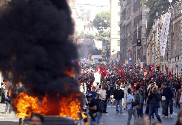Católicos protestan contra la profanación de su iglesia en Roma durante disturbios - Sputnik Mundo