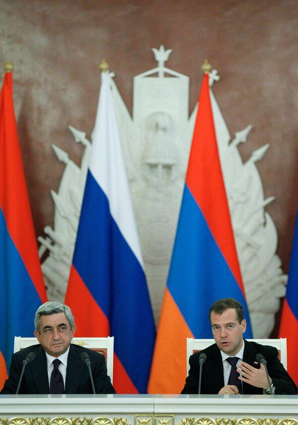 Serzh Sargsyan y Dmitri Medvédev - Sputnik Mundo