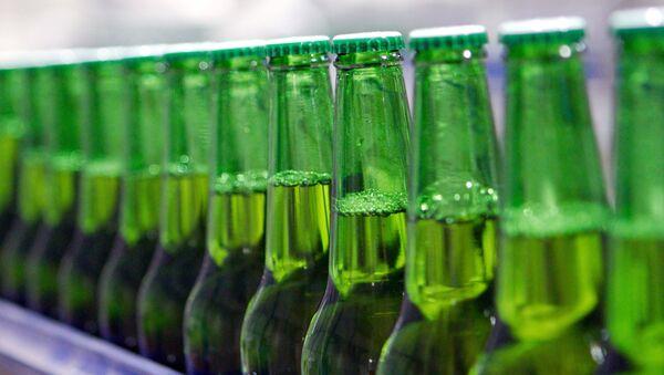 Botellas de cerveza - Sputnik Mundo