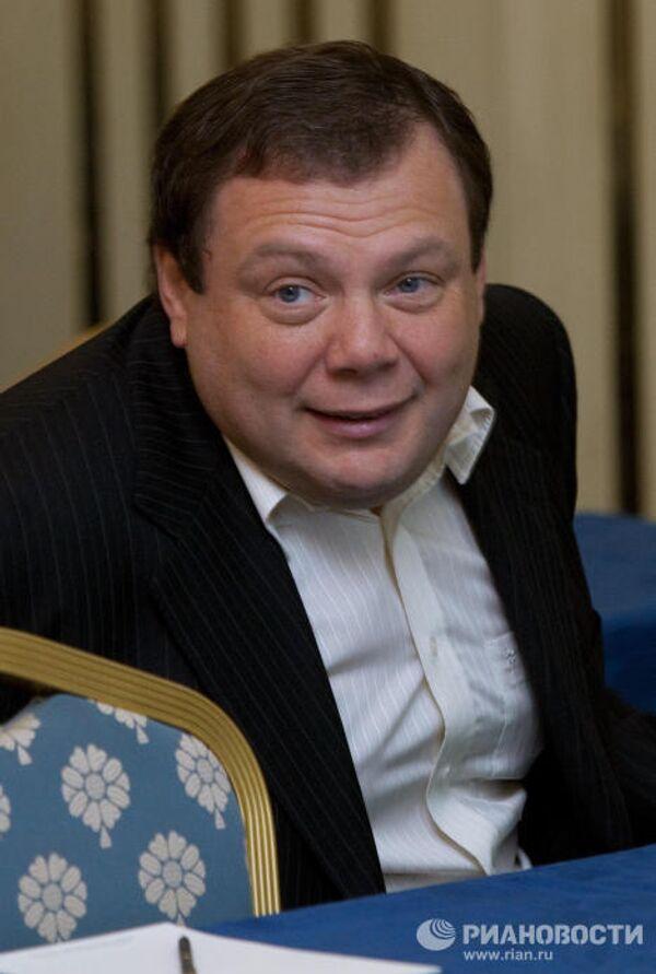 Los inversores rusos con mayor participación en las empresas extranjeras según Forbes - Sputnik Mundo