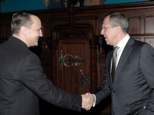 Serguei Lavrov y Radoslaw Sikorski - Sputnik Mundo
