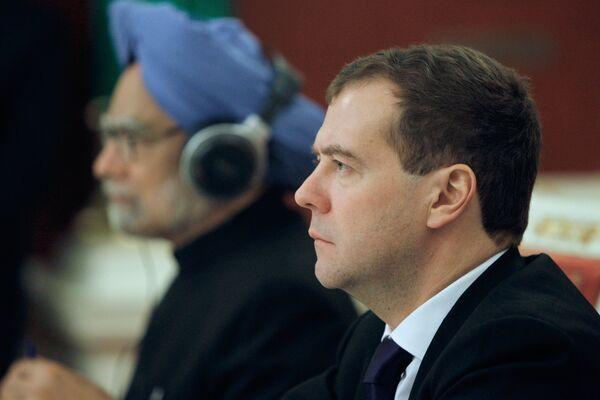 Presidente de Rusia, Dmitri Medvédev y primer ministro de la India, Manmohan Singh - Sputnik Mundo