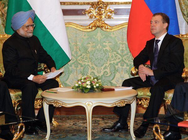 Primer ministro de la India, Manmohan Singh y presidente de Rusia, Dmitri Medvédev - Sputnik Mundo