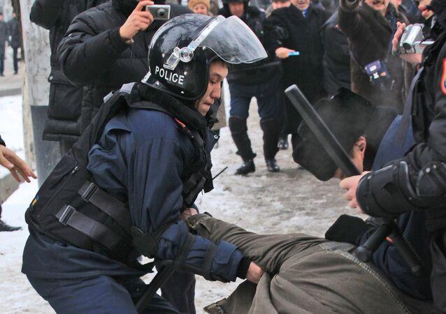 Un policía kazajo (archivo)