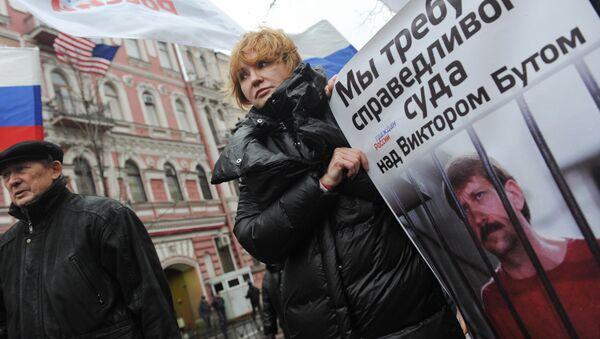 Esposa de Víctor Bout durante la protesta ante el Consulado de EEUU en San Petersburgo - Sputnik Mundo