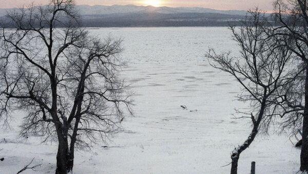 Río Amur en invierno (archivo) - Sputnik Mundo