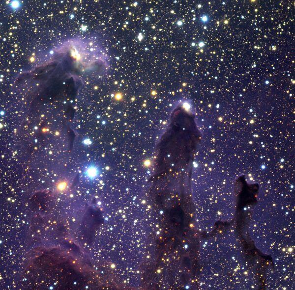 Nuevas fotos de la Nebulosa del Águila y los famosos Pilares de la Creación - Sputnik Mundo
