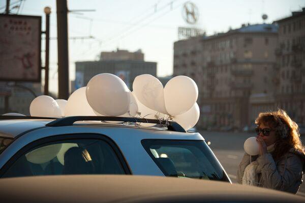 """Conductores de Moscú celebran una marcha automovilística """"Por unas elecciones limpias"""" - Sputnik Mundo"""