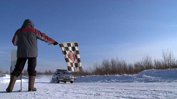 Policía organiza carrera de autos patrulla en las afueras de Moscú  - Sputnik Mundo