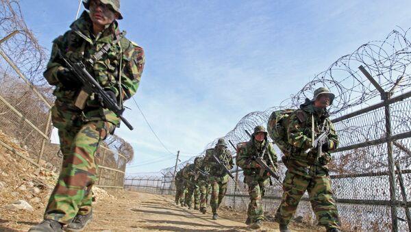 Maniobras conjuntas de EEUU y Corea del Sur en la frontera con Corea del Norte (archivo) - Sputnik Mundo