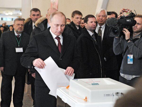 Putin gana las elecciones a la presidencia de Rusia según sondeos a pie de urna - Sputnik Mundo
