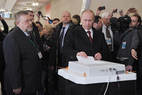 Putin logra el 62,88% con la quinta parte de los votos escrutados según autoridad electoral - Sputnik Mundo