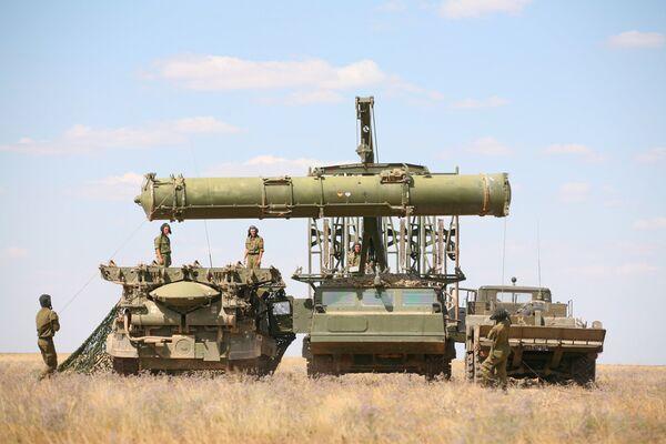 Rusia traspasa a Venezuela dos baterías de misiles antiaéreos S-300VM - Sputnik Mundo