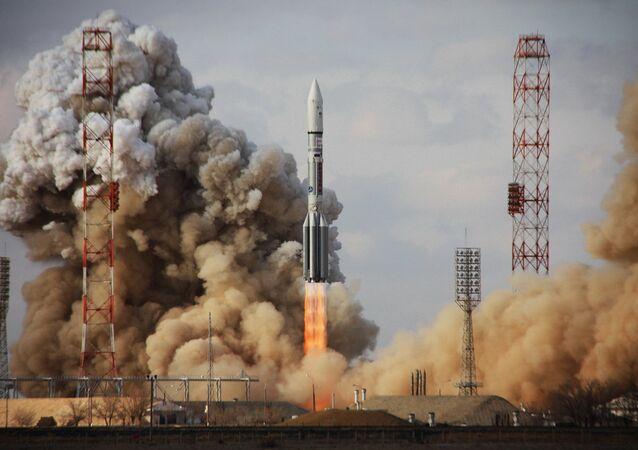 Lanzamiento del cohete Proton (Archivo)