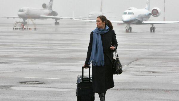 Rusia alerta a sus viajeros del riesgo de arresto por petición de EEUU - Sputnik Mundo