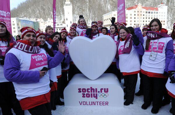 Autoridades de Sochi convocan voluntarios para trabajar en los JJOO - Sputnik Mundo