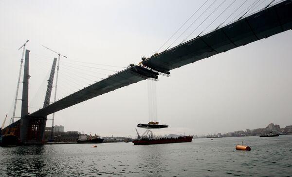 Rusia construye uno de los puentes colgantes más grandes del mundo - Sputnik Mundo