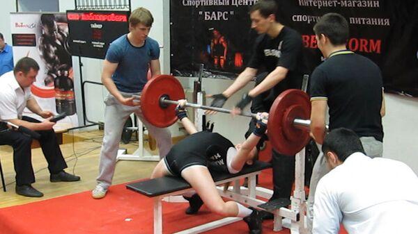 Niña rusa de 12 años establece nuevo récord mundial al levantar 85 kilogramos  - Sputnik Mundo