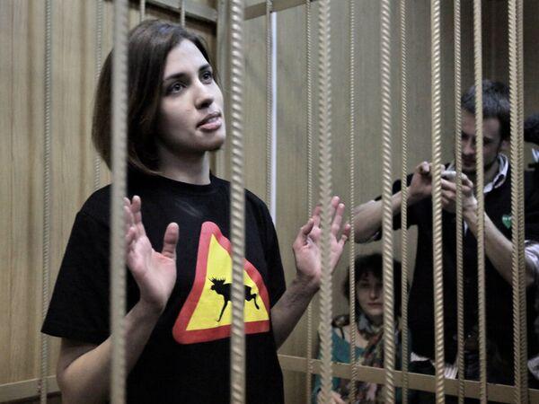 Tribunal de Moscú convalida arresto de las integrantes de Pussy Riot - Sputnik Mundo