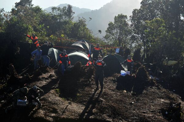 Segunda caja negra encontrada en el lugar del accidente del SuperJet-100 en Indonesia - Sputnik Mundo