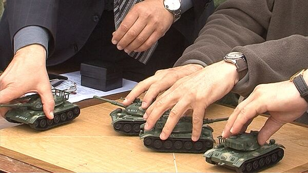 """Militares rusos ensayan un espectáculo de """"tanques bailarines"""" - Sputnik Mundo"""