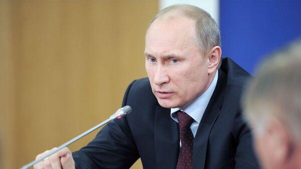 Putin habla con Tusk sobre choques entre hinchas rusos y polacos en Varsovia - Sputnik Mundo