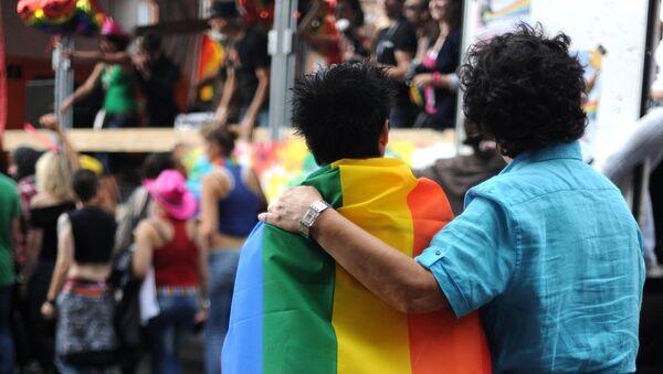 Un 40% de los rusos perciben la homosexualidad como una dolencia - Sputnik Mundo
