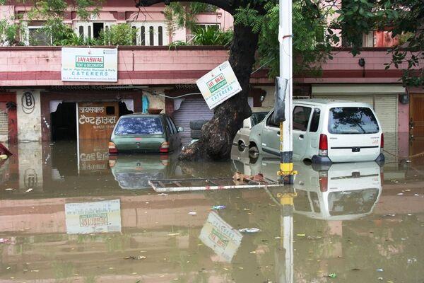 Más de 80 muertos por inundaciones en la India - Sputnik Mundo