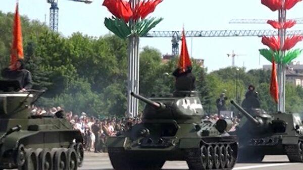 Bielorrusia celebra el Día de la Independencia con desfile militar - Sputnik Mundo
